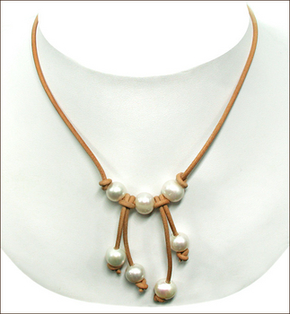 Pearl and Leather Necklace | Jewelry Design Ideas