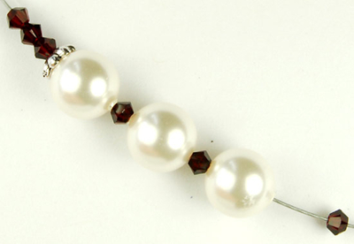 Timeless Pearl and Garnet Necklace | Jewelry Design Ideas